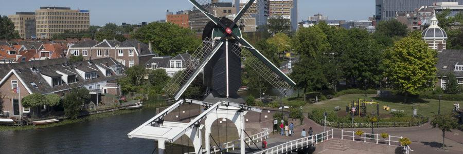 De Rembrandtbrug in de zomer