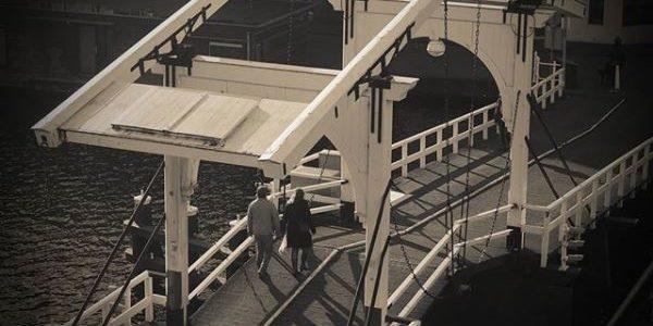 Jong-liberalen steunen Vrienden bij behoud van witte Rembrandtbrug